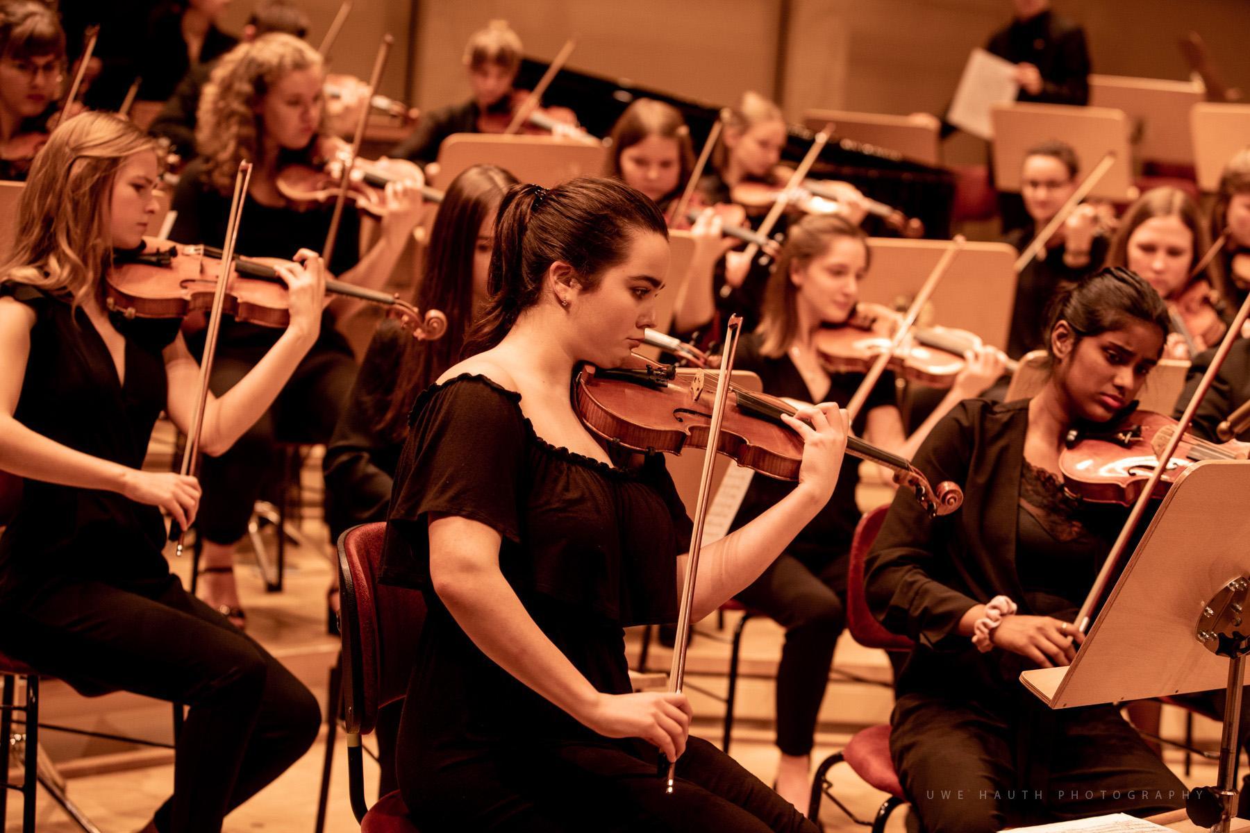 Erste Geigen der Jungen Philharmonie