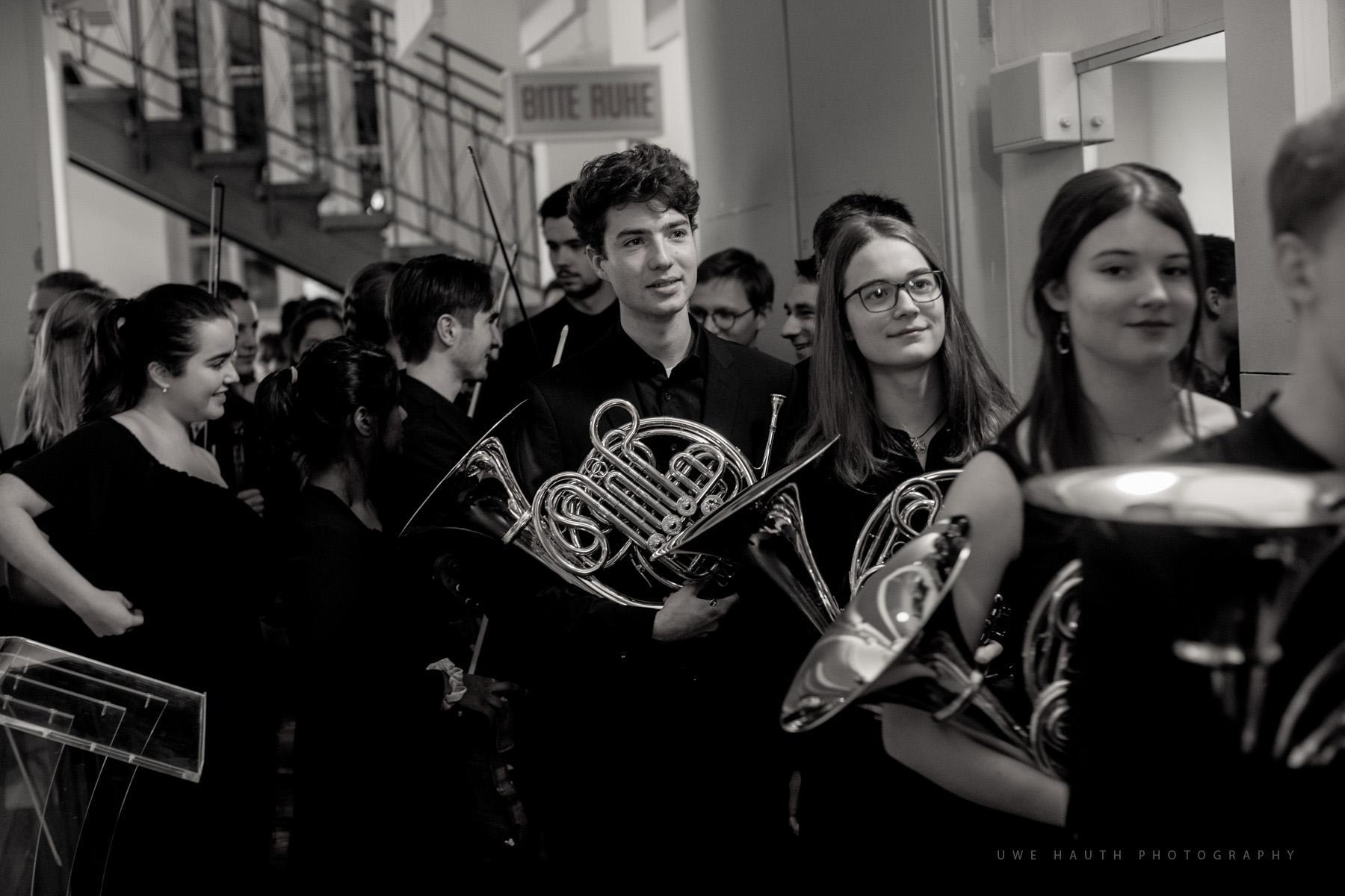Mitglieder der Jungen Philharmonie kurz vor dem Konzert