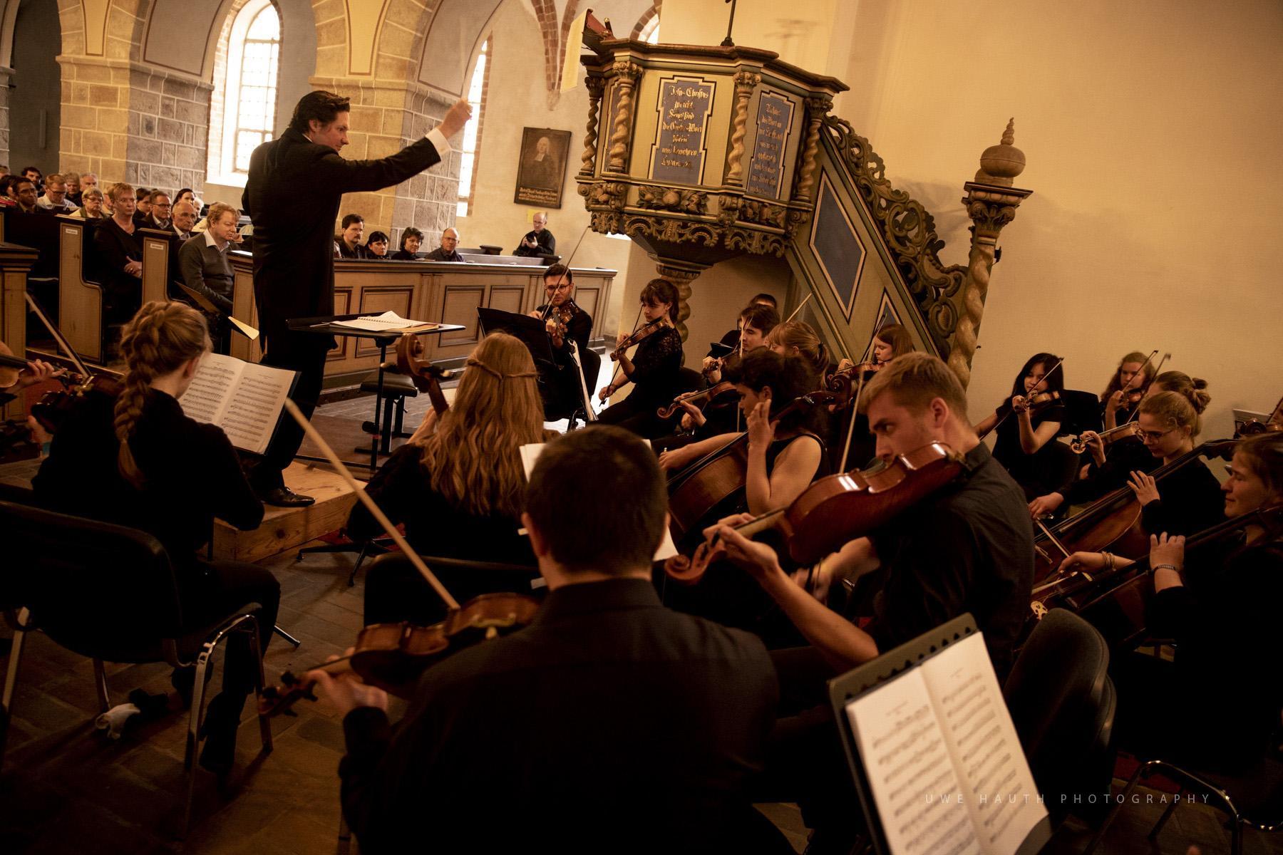 Peter Sommerer dirigiert das Eröffnungskonzert