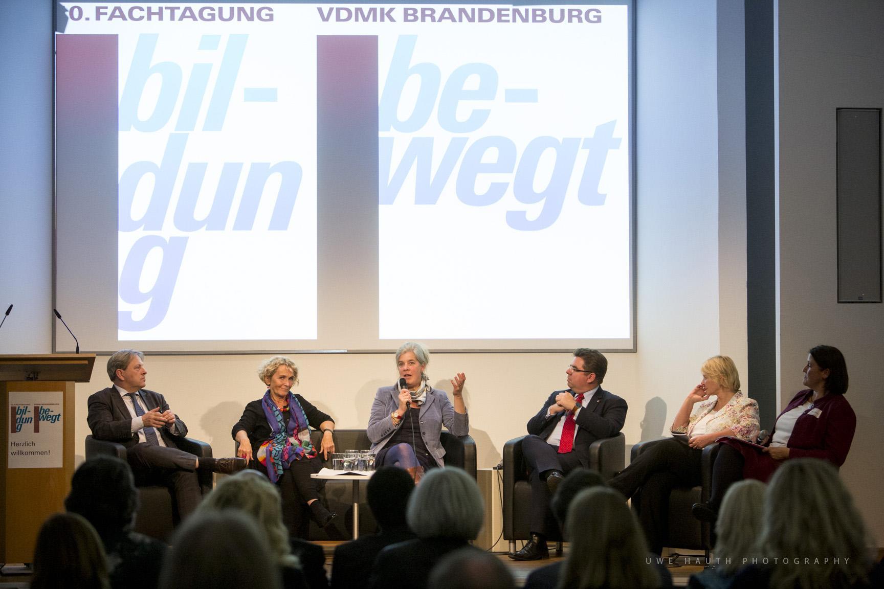 Podiumsdiskussion zum Thema Bildung bewegt