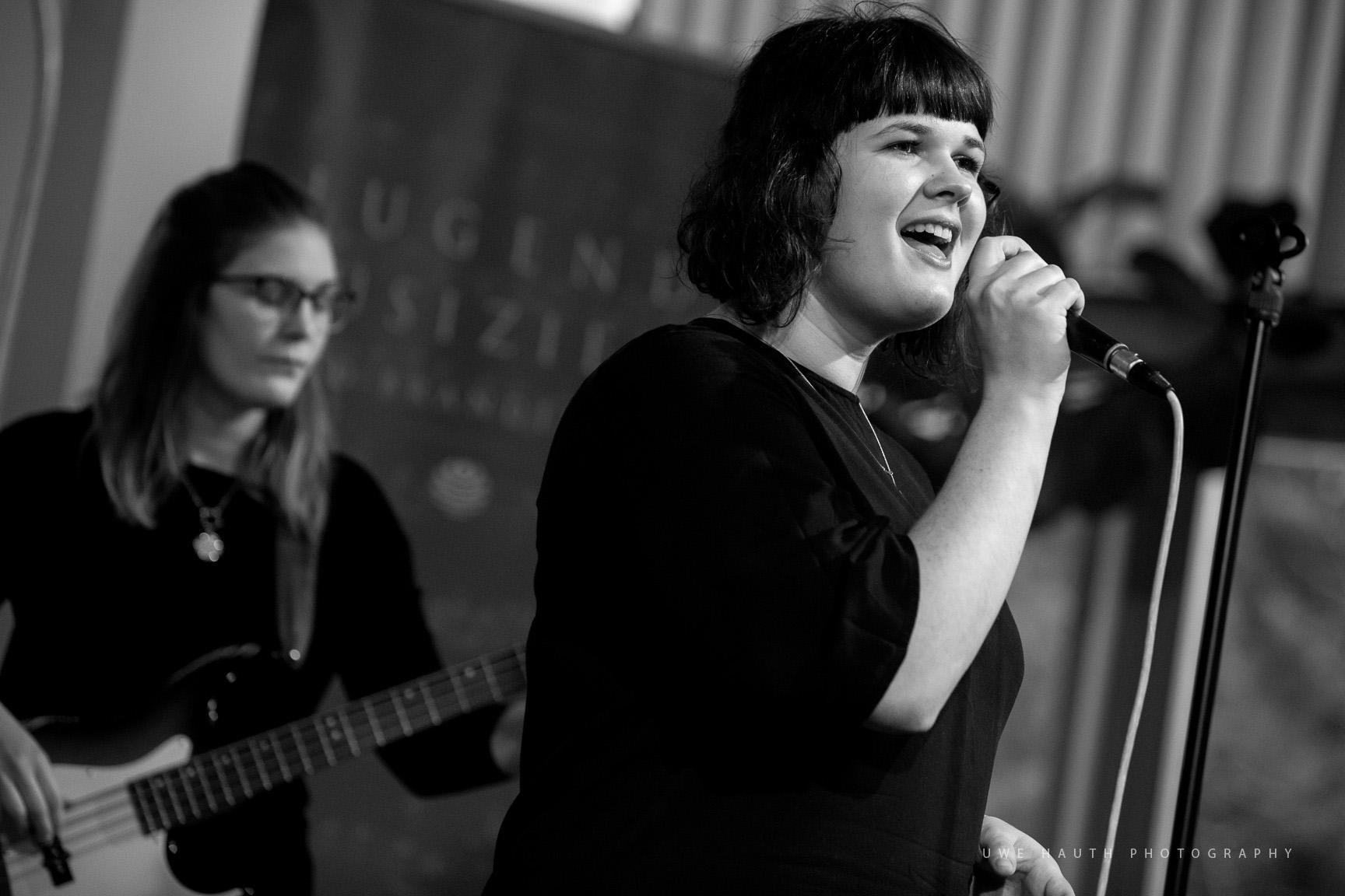 Band mit Front-Sängerin bei Jugend musiziert