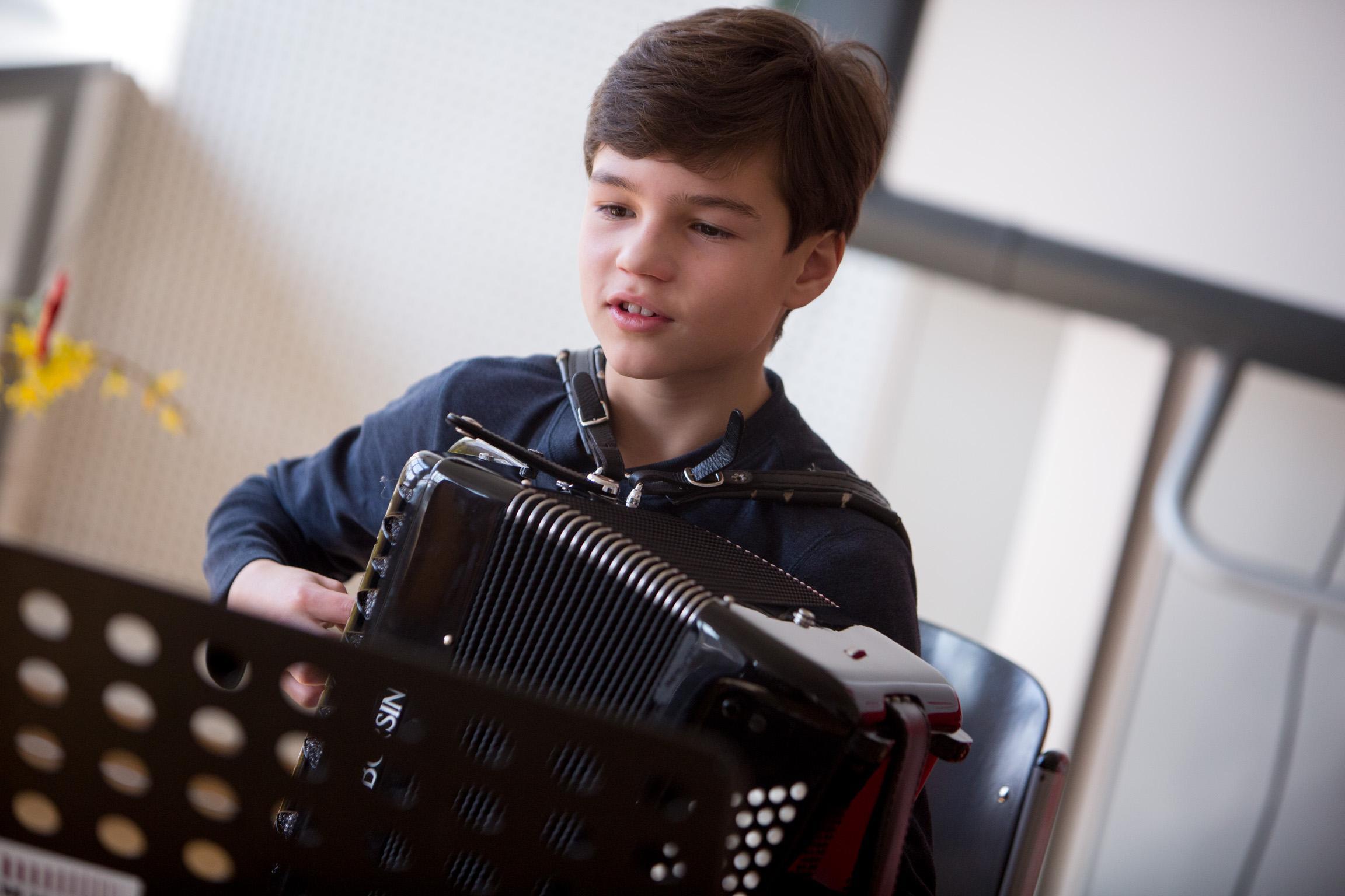 Junger Akkordeonist bei Jugend musiziert