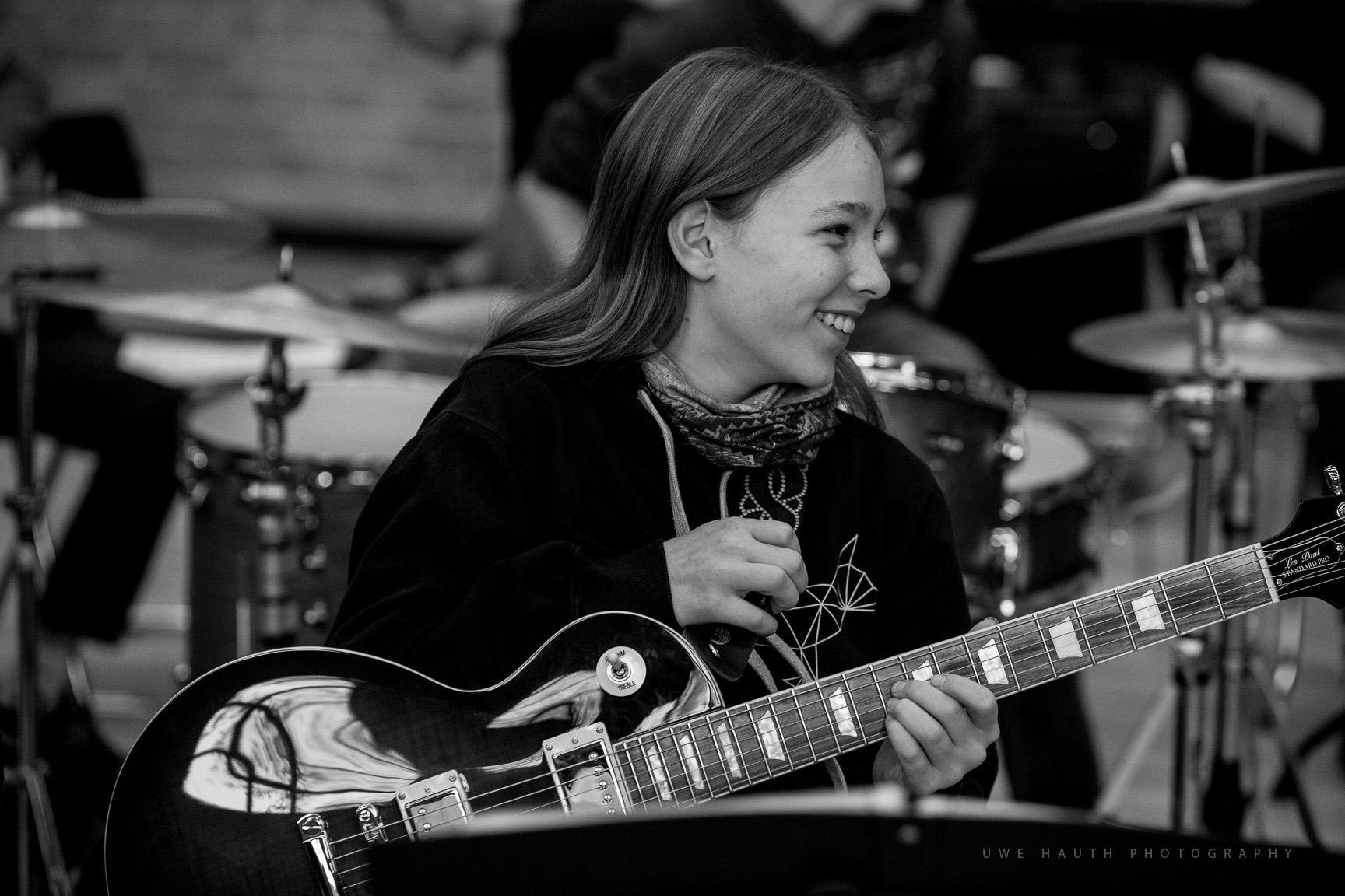 Gitarrenspielerin des Landesjugendjazzorchesters