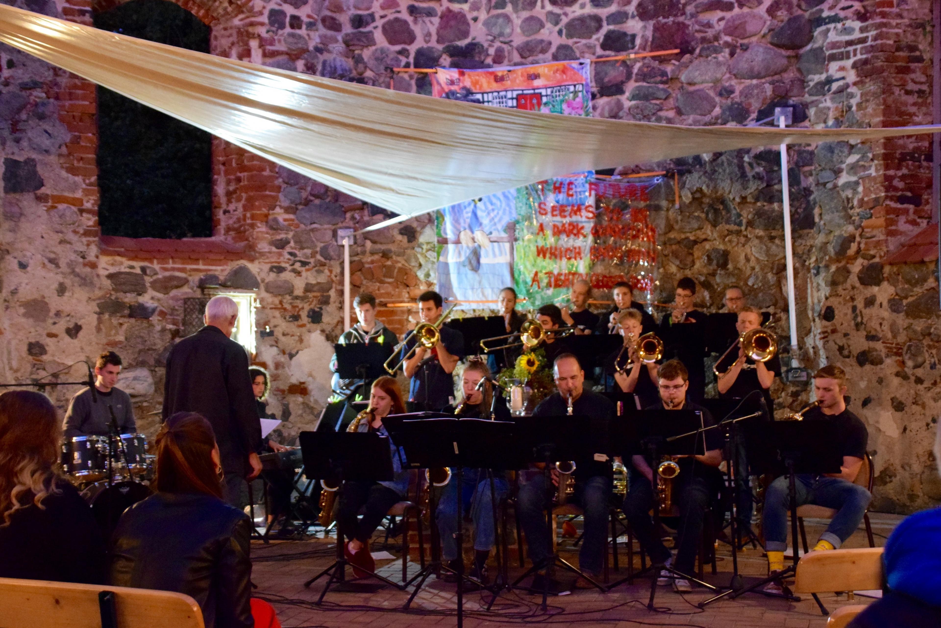 Big Band bei Musikschulen öffnen Kirchen