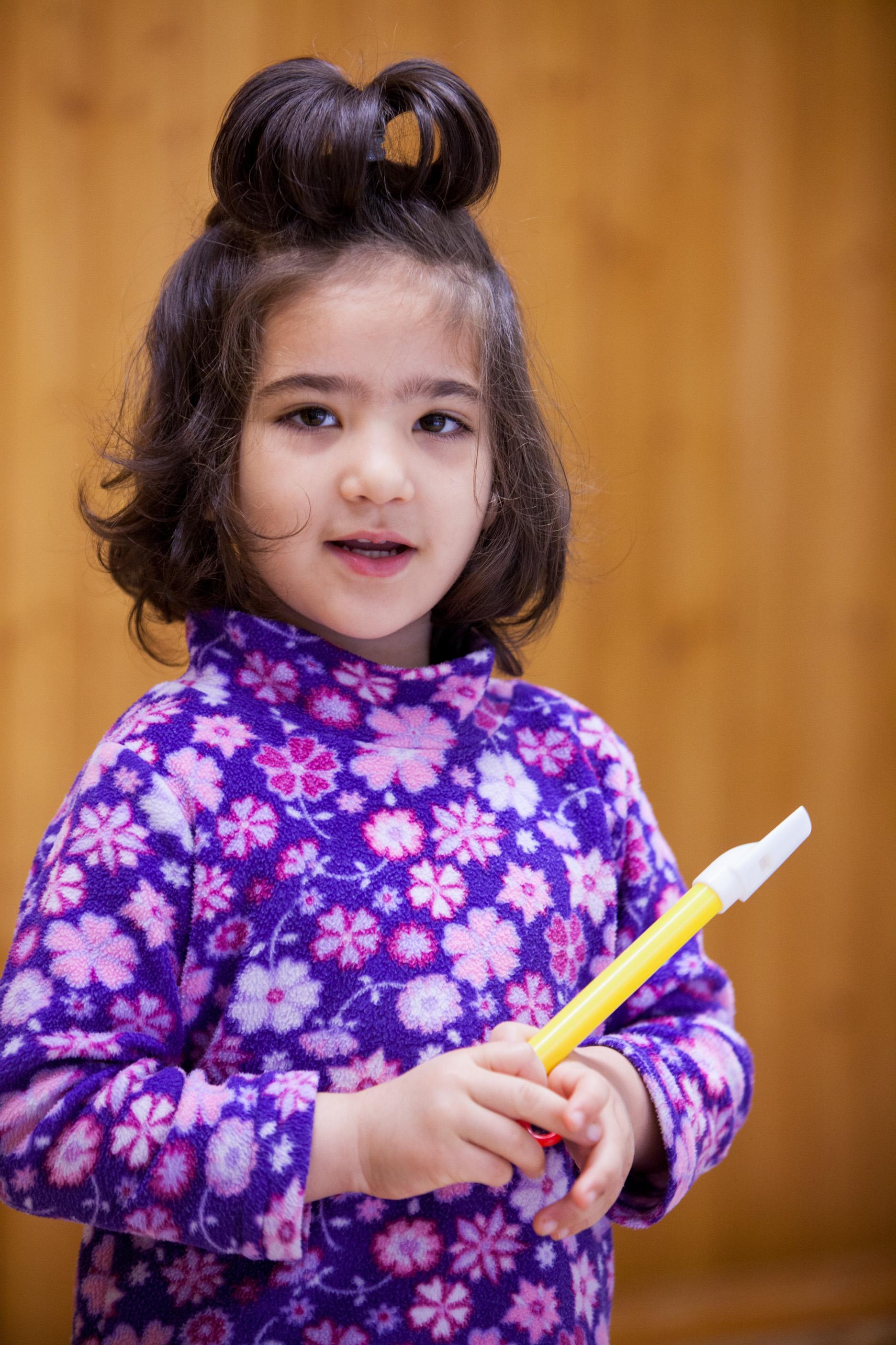 Junges Mädchen des Projektes Klingende:Kita