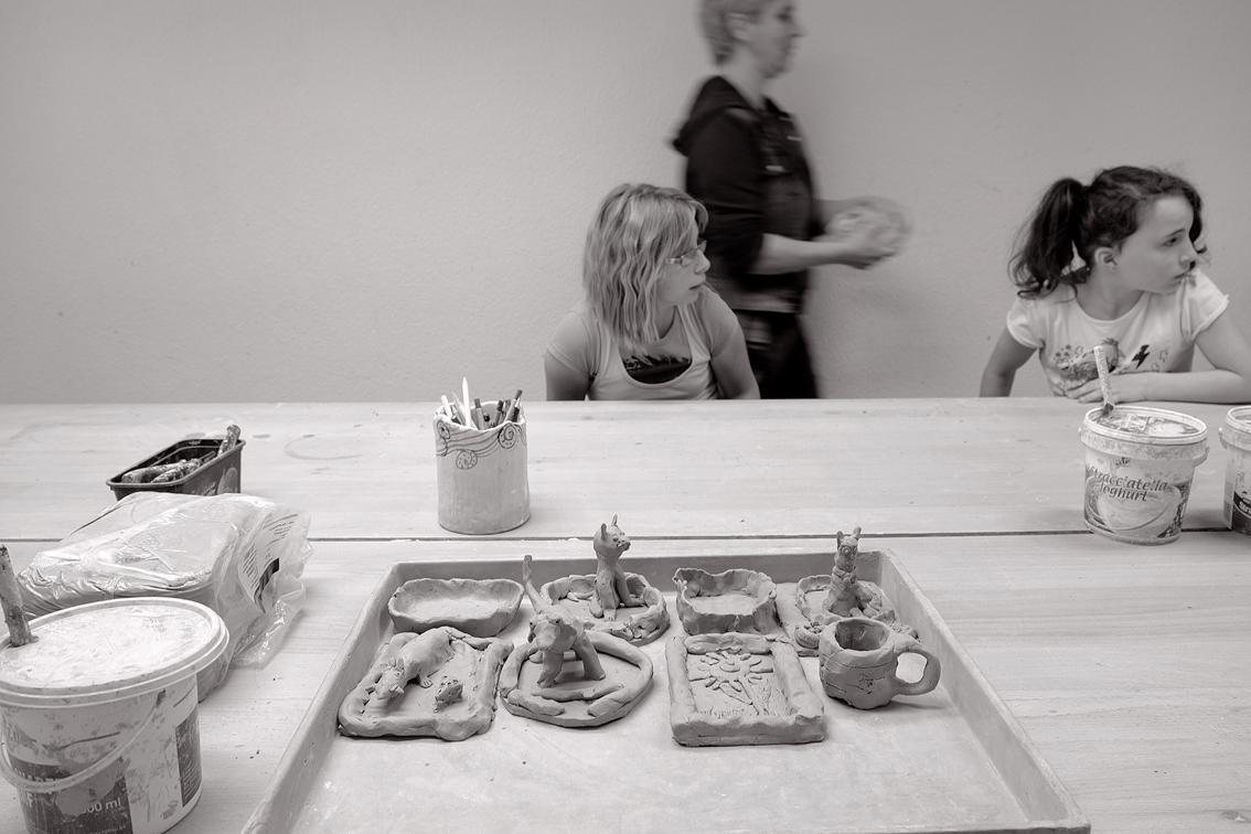 Kunstschülerinnen im Unterricht
