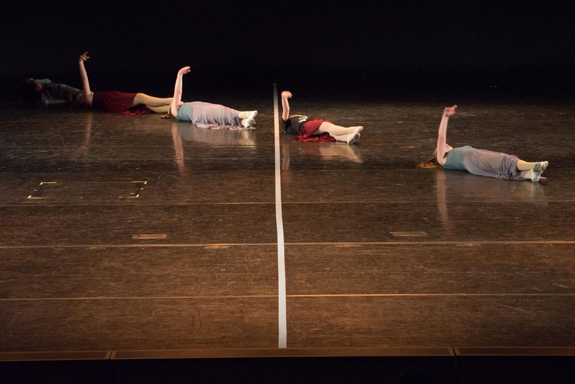 Tänzerinnen auf einer Bühne