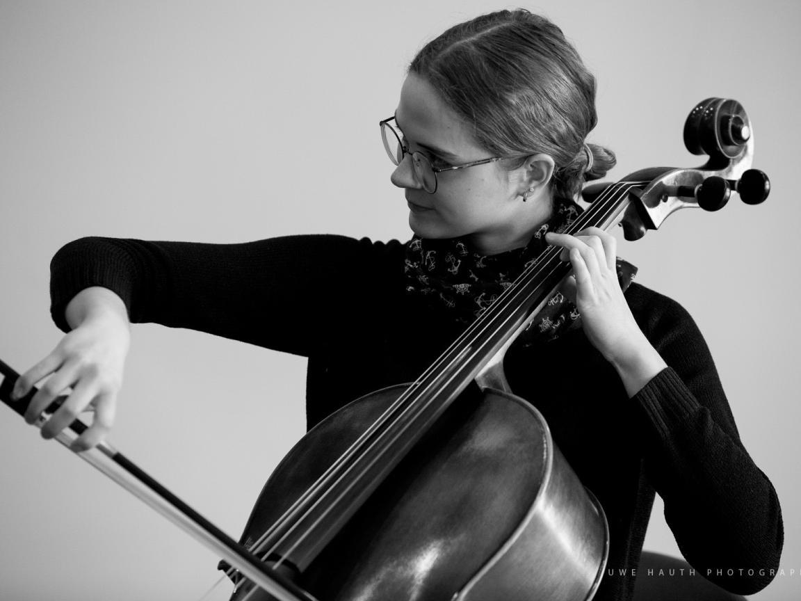 Cellistin bei Jugend musiziert