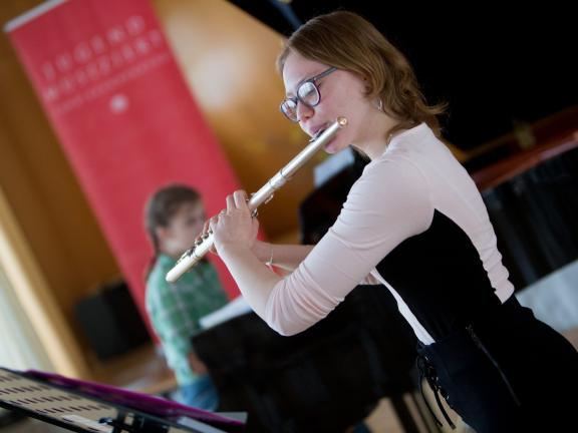"Junge Flötistin bei ""Jugend musiziert"""